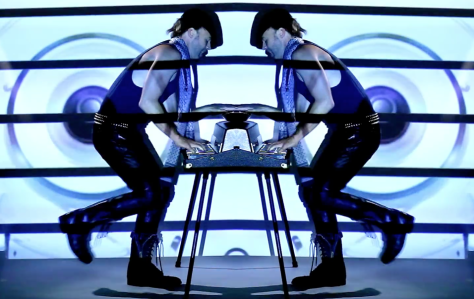 Derek_Bishop_—__Baggage__Official_Music_Video_HD_-_YouTube 3