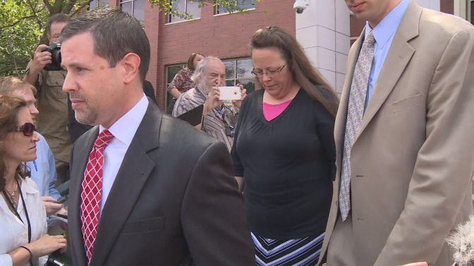 Kim Davis Court Ordered To Issue Marriage Licenses, Refuses